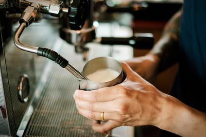 Die Dampfdruckgeräte – perfekt für die Zubereitung von Milchschaum, ausgefallen für die Zubereitung von Kaffee