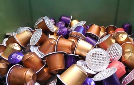 Kaffeekapseln – praktisch, teuer und vor allem aus Alu problematisch für die Umwelt