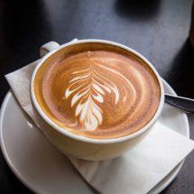 Cappuccino mit Milchschaum perfekt zubereiten